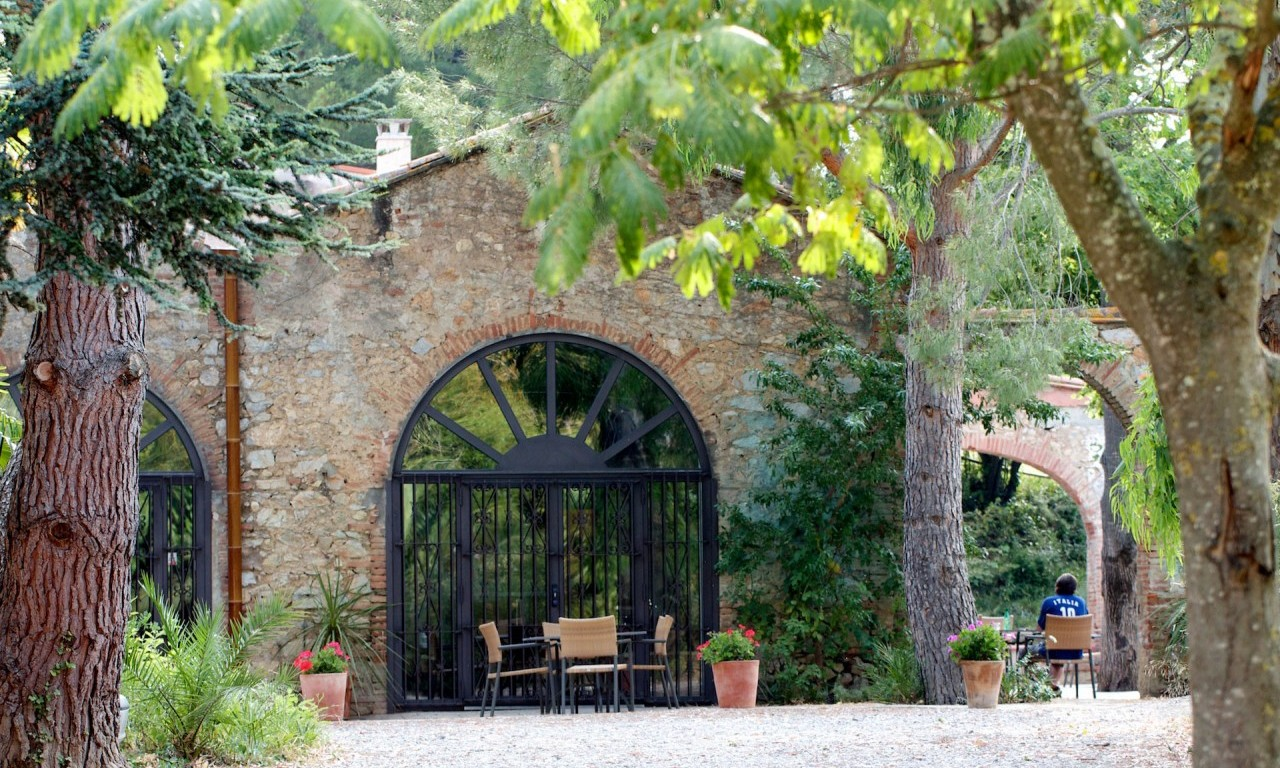 Inngangsparti, spisesal og patio.